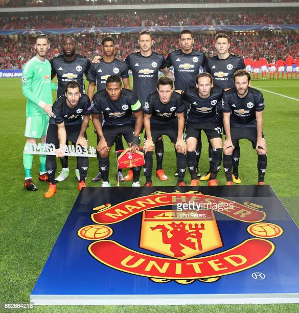 The Mancester United team line up ahead of the UEFA Champions League group A match between SL Benfica and Manchester United at Estadio da Luz on...