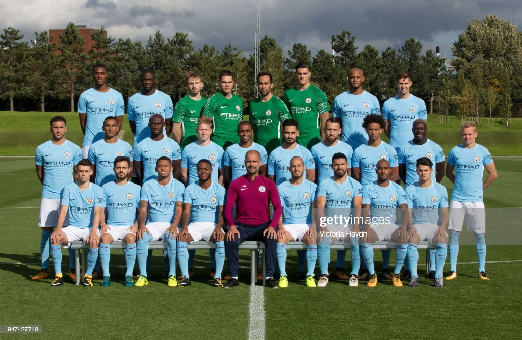 Hilo del Manchester City The-manchester-city-first-team-squad-poses-for-a-team-photo-at-the-picture-id947427748