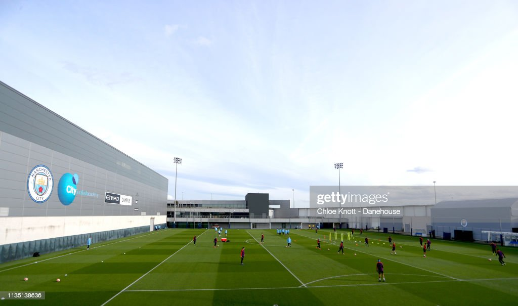 Manchester City Training Session and Press Conference : Nachrichtenfoto