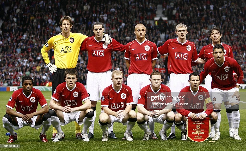 Soccer - UEFA Champions League Semifinals - Manchester United vs. AC Milan : Photo d'actualité