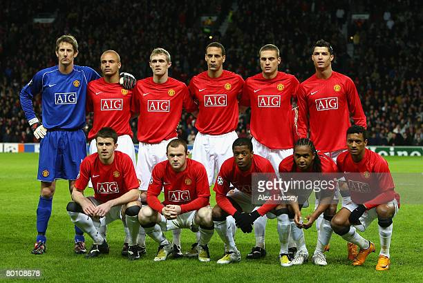 The Manchester United players line up for a team photo prior to the UEFA Champions League first knockout round second leg match between Manchester...
