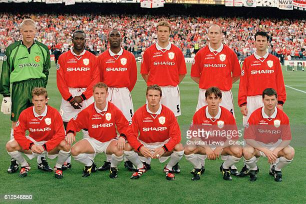 The Manchester United squad before the 19981999 Champions League final won by Manchester 21 | Location Barcelona Spain