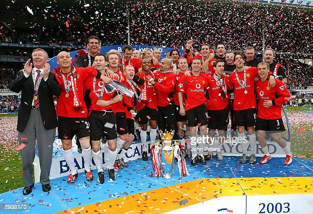 The Manchester United team celebrate winning the Barclaycard Premiership trophy after the FA Barclaycard Premiership match between Everton v...