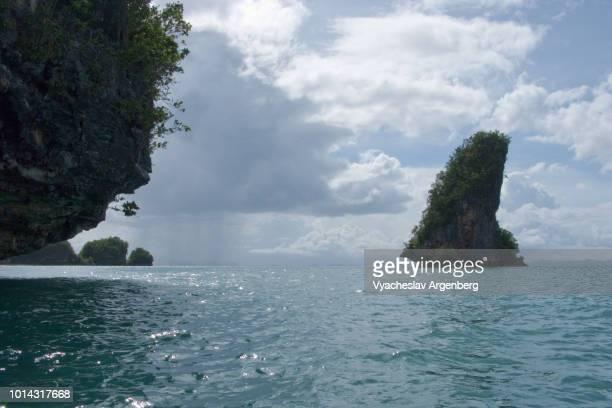 the marabut islands, rocky limestone outcrops in san pedro bay, leyte gulf, philippines - argenberg stock-fotos und bilder