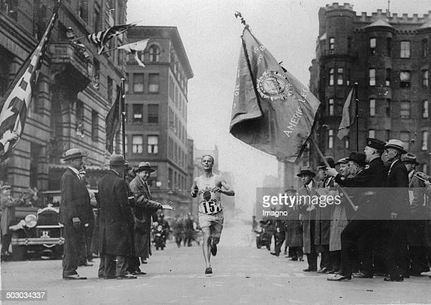The marathon runner De Mar in the 33 American marathon in Boston 1st May 1930 Photograph