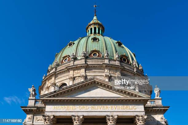 the marble church (marmorkirken), copenhagen, denmark - mauro tandoi stock pictures, royalty-free photos & images