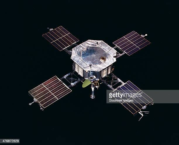 The Mariner 5 spacecraft against a black background.