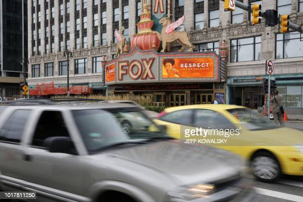 The marquee on the Fox Theatre shows photos of Aretha Franklin following the announcement of her passing on August 16 2018 in Detroit Michigan Aretha...