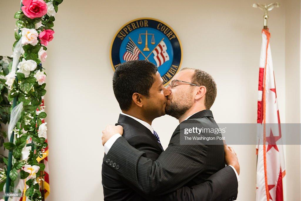 WASHINGTON, DC - SEPTEMBER 16:   The Marriage Bureau of D.C. Su : News Photo
