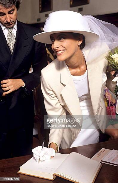 The Marriage Of Ines De La Fressange And Luigi D'Urso BouchesduRhône Juin 1990 Luigi D'URSO épouse Inès DE LA FRESSANGE à la mairie de Tarascon La...