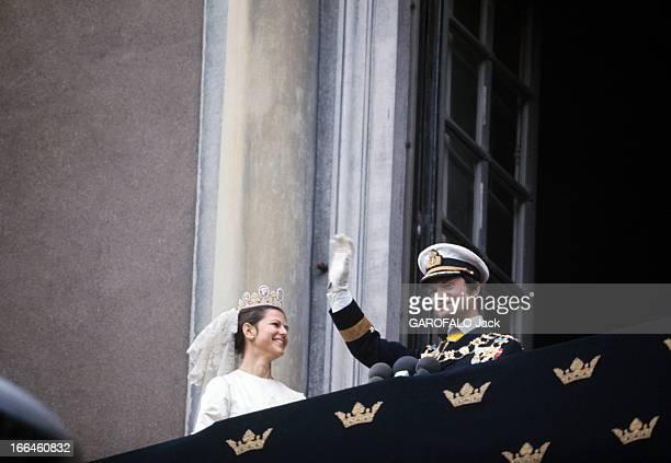 The Marriage Of King Gustav Carl Xvi Of Sweden With Silvia Sommerlath Stockholm 19 juin 1976 Sur un balcon à l'occasion de leur mariage le roi...