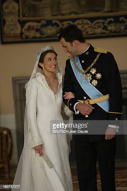 The Marriage Of Prince Felipe Of Spain Le mariage du prince FELIPE et de Letizia ORTIZ les jeunes mariés se regardant en souriant la jeune femme en...