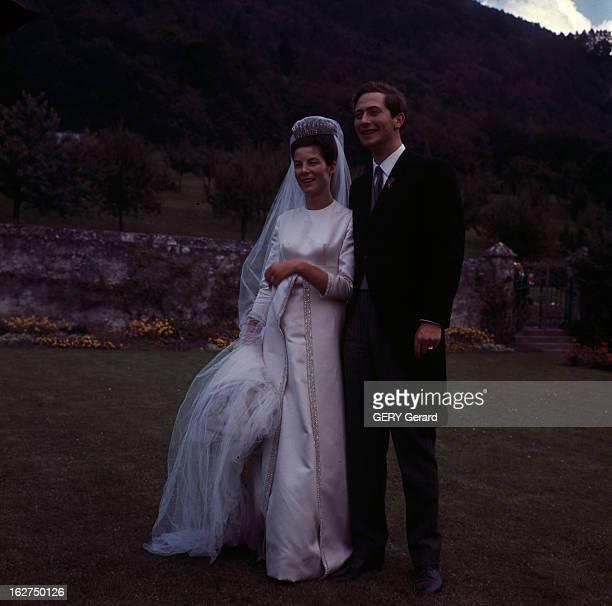 The Marriage Of Prince Hans-Adam Of Liechtenstein With Mary Kinsky Von Wchinitz Und Tettau. Vaduz - 30 juillet 1967 - Lors de leur mariage, posant...