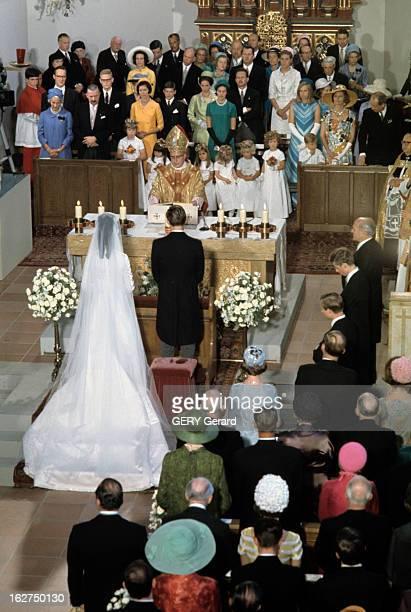 The Marriage Of Prince Hans-Adam Of Liechtenstein With Mary Kinsky Von Wchinitz Und Tettau. Vaduz - 30 juillet 1967 - Lors de leur cérémonie de...