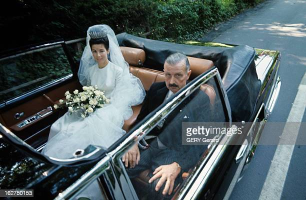 The Marriage Of Prince Hans-Adam Of Liechtenstein With Mary Kinsky Von Wchinitz Und Tettau. Vaduz - 30 juillet 1967 - Assise à l'arrière d'une...
