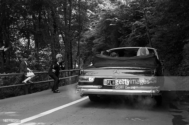 The Marriage Of Prince Hans-Adam Of Liechtenstein With Mary Kinsky Von Wchinitz Und Tettau. Vaduz - 30 juillet 1967 - Lors de leur mariage le prince...