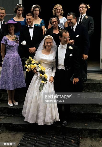 The Marriage Of Steven Rockefeller And Anne-Marie Rasmussen. Lunde - 1959 - Lors de leur mariage, sur le perron de l'église, Anne-Marie RASMUSSEN, un...