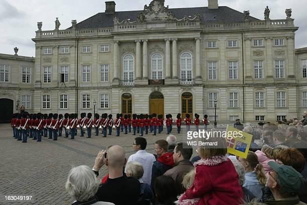 The Marriage Of The Prince Frederik Of Denmark Le mariage du prince FREDERIK DE DANEMARK avec l'australienne Mary DONALDSON à COPENHAGUE la foule...