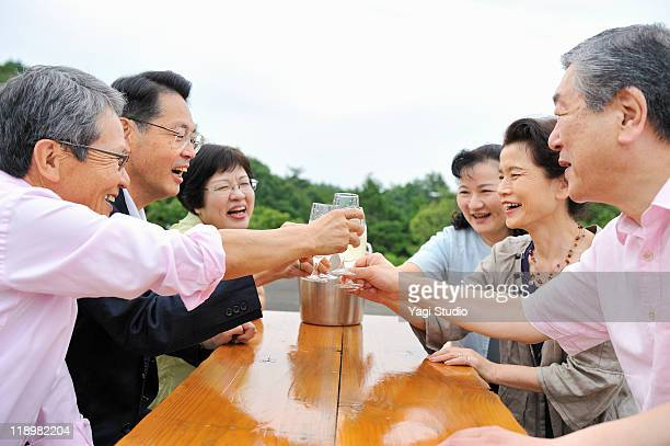 The married couple of three sets toasts in the cha