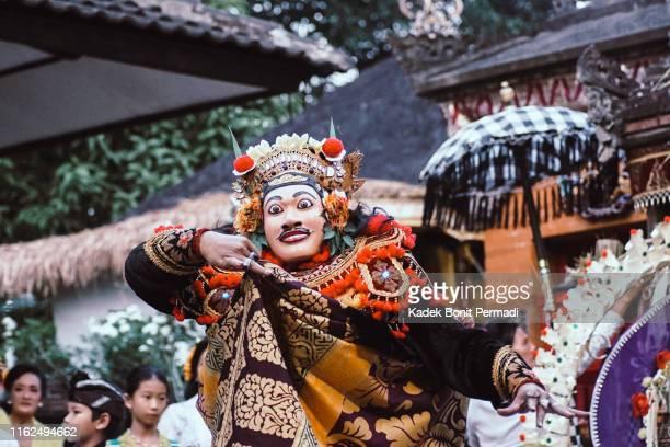 the mask dance in bali - arte, cultura e espetáculo imagens e fotografias de stock