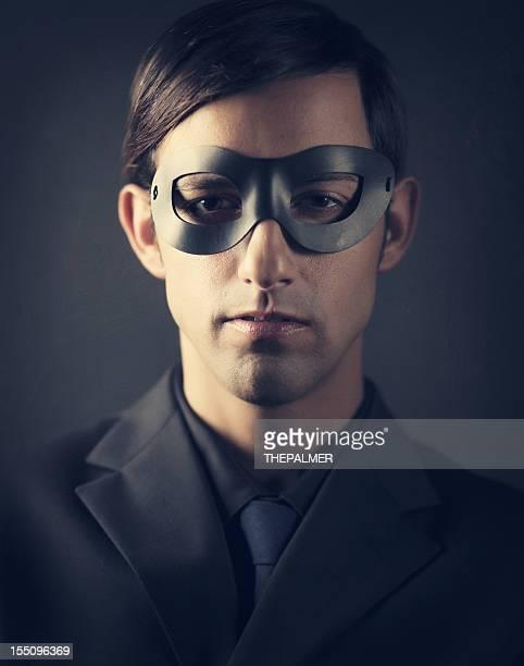 ダーク男性のマスク