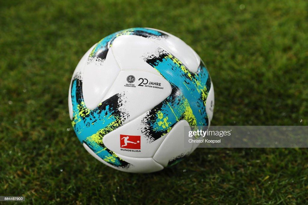 FC Schalke 04 v 1. FC Koeln - Bundesliga : Nachrichtenfoto