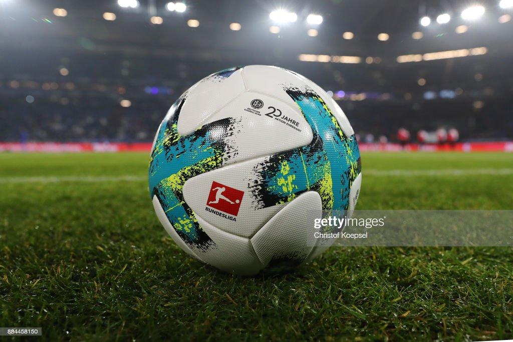 FC Schalke 04 v 1. FC Koeln - Bundesliga : ニュース写真