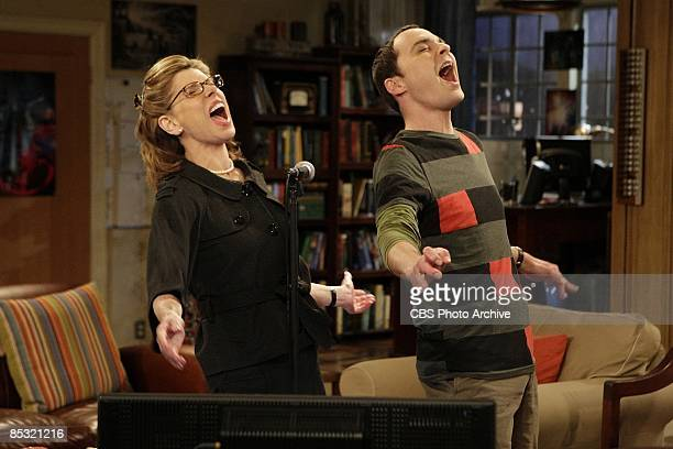 'The Maternal Capacitance' A disastrous visit from Mrs Hofstadter brings Leonard and Penny closer together while Sheldon finds in Leonards mother a...