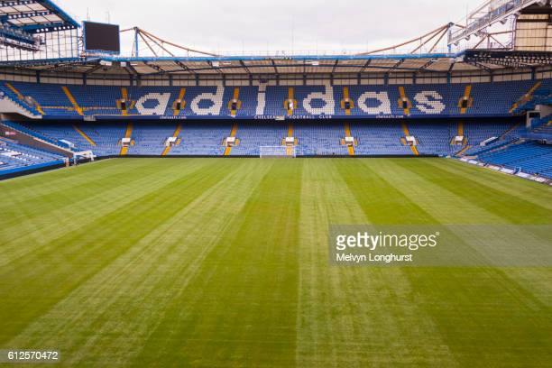 the matthew harding stand, chelsea football club, stamford bridge, chelsea, london, england - club football stockfoto's en -beelden