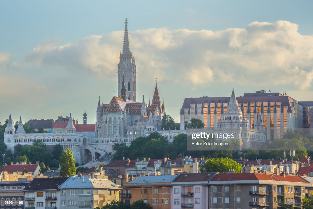 The Matthias Church and the Fishermen's Bastion in Budapest, Hungary : Foto de stock