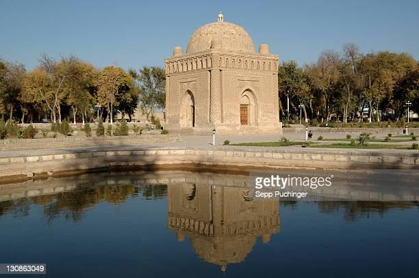 the mausoleum of the samaniden bukhara uzbekistan - mausoleum stock-fotos und bilder