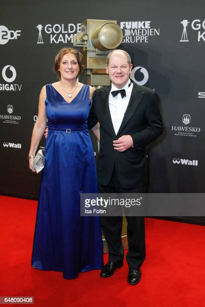 The mayor of Hamburg Olaf Scholz and his wife Britta Ernst arrive for the Goldene Kamera on March 4, 2017 in Hamburg, Germany.