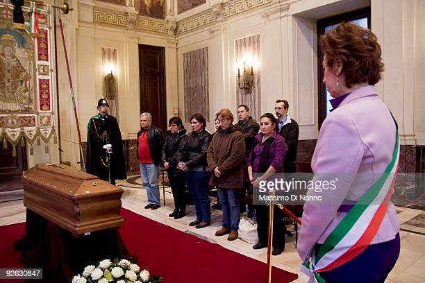 The Mayor of Milan Letizia Moratti pays her respect to Italian poetess Alda Merini at the Palazzo Marino on November 3 2009 in Milan Italy Poetess...