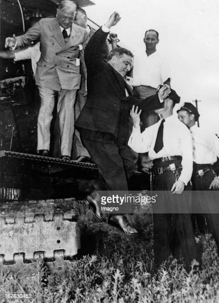 The mayor of New York Fiorello LaGuardia in the Red Hook Park in Brooklyn New York Photograph About 1935 Der Bürgermeister von New York Fiorello...