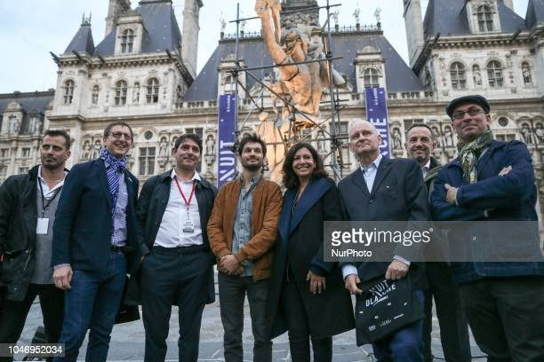 The Mayor of Paris Anne Hidalgo launches the Nuit Blanche 2018 with sculptor Ugo Schiavi in front of City Hall on october 6 2018 Each first Saturday...