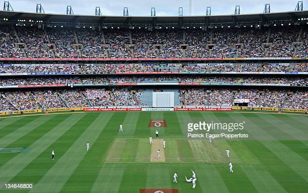 The MCG on Boxing Day Peter Siddle edges to the slips not out Australia v England 4th Test Melbourne December 201011