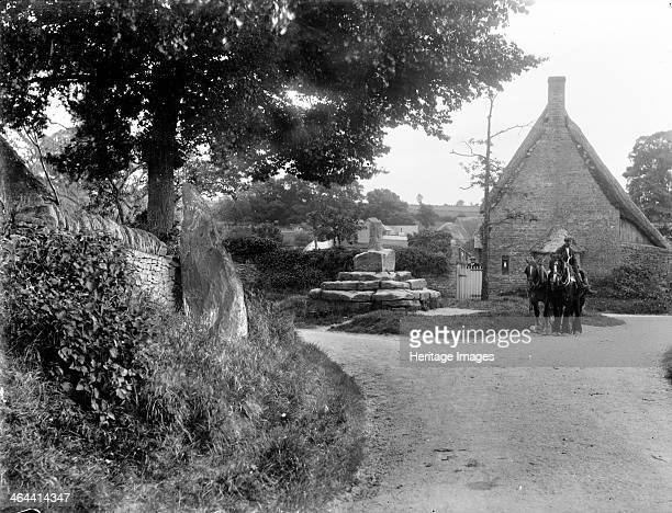 The medieval base and shaft of Taston Cross Spelsbury Oxfordshire c1860c1922