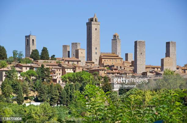 the medieval italian town of san gimignano - san stock pictures, royalty-free photos & images