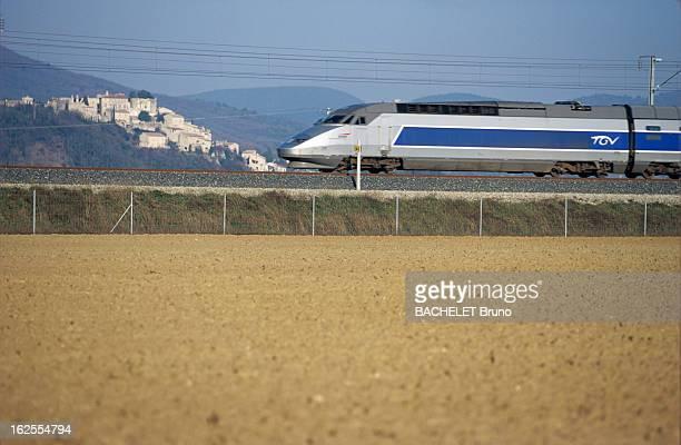 The Mediterranean Tgv Will Connect Paris To Marseille In 3 Hours En France le 4 février 2001 à l'occasion de l'annonce de la durée du trajet Paris à...