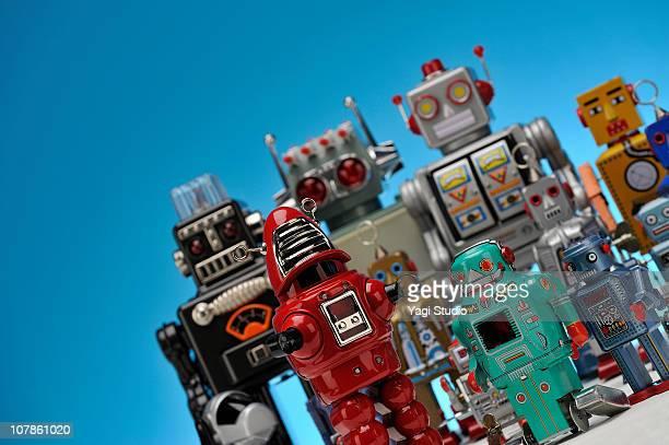 the meeting of the toy of the tinplate - gekanteld stockfoto's en -beelden