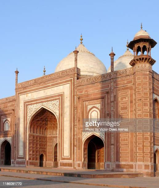the mehmaan khana (guest house) on the east side of the taj mahal at sunset in agra, uttar pradesh, india - celebrity death stock pictures, royalty-free photos & images