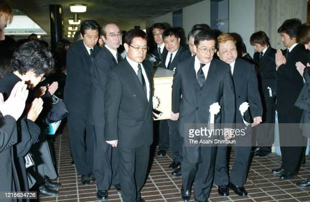 The members of Chosuke Ikariya's comedian group The Drifters Ken Shimura Cha Kato Koji Nakamoto and Bu Takagi hold the coffin at the funeral of...