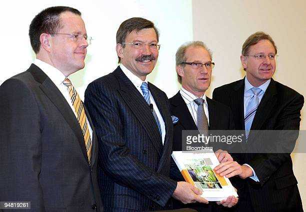 The members of the board of management of Metro Group pose prior to a news conference in Duesseldorf, Germany, Wednesday, March 22, 2006. From left:...