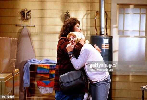 ROSEANNE The Memory Game Season One 12/13/88 Roseanne Barr Lecy Goranson