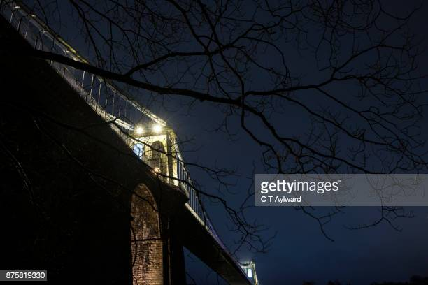 the menai bridge - ponte sospeso di menai foto e immagini stock