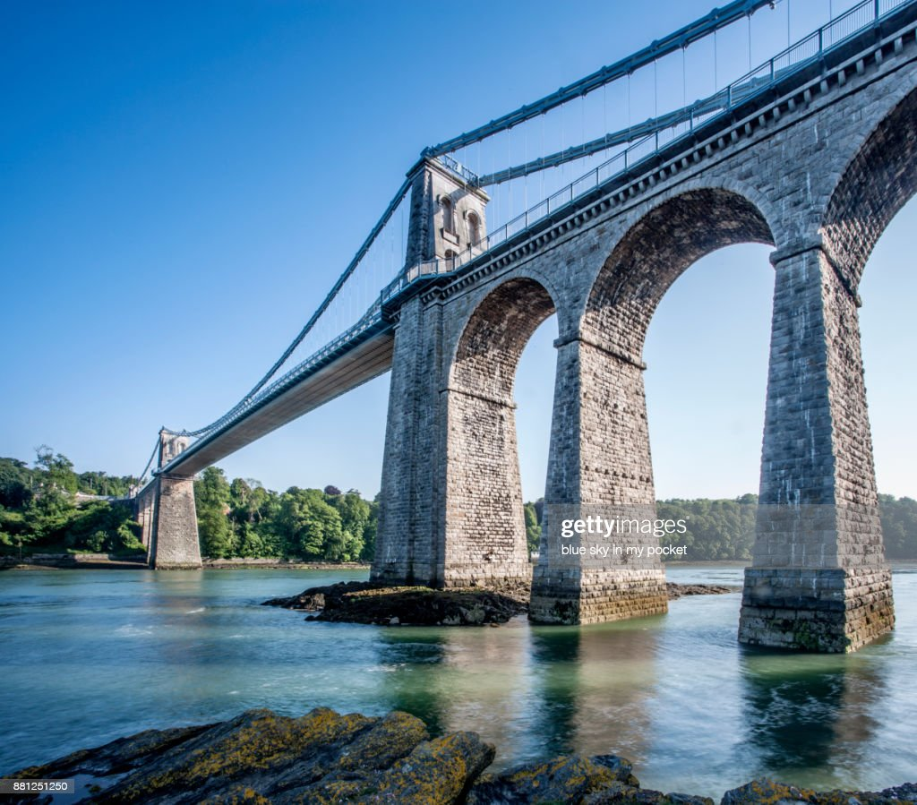 The Menai Suspension Bridge, built in 1826 by Thomas Telford. : 圖庫照片