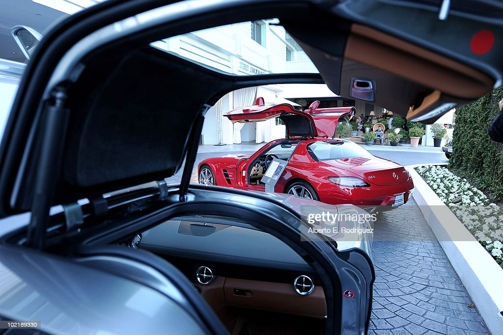 Mercedes-Benz Celebrates PlayStation 3 Gran Turismo 5 Featuring The SLS AMG : News Photo