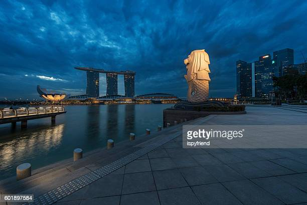 the merlion fountain - merlion stock pictures, royalty-free photos & images
