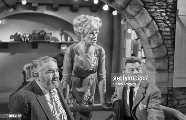 The merry wine round entertainment show Germany Regie Fred Kraus Actor Margit Schramm als Wirtin Kurt Groflkurth