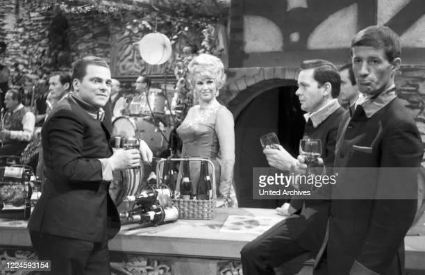 The merry wine round entertainment show Germany Regie Fred Kraus Actor Margit Schramm als Wirtin